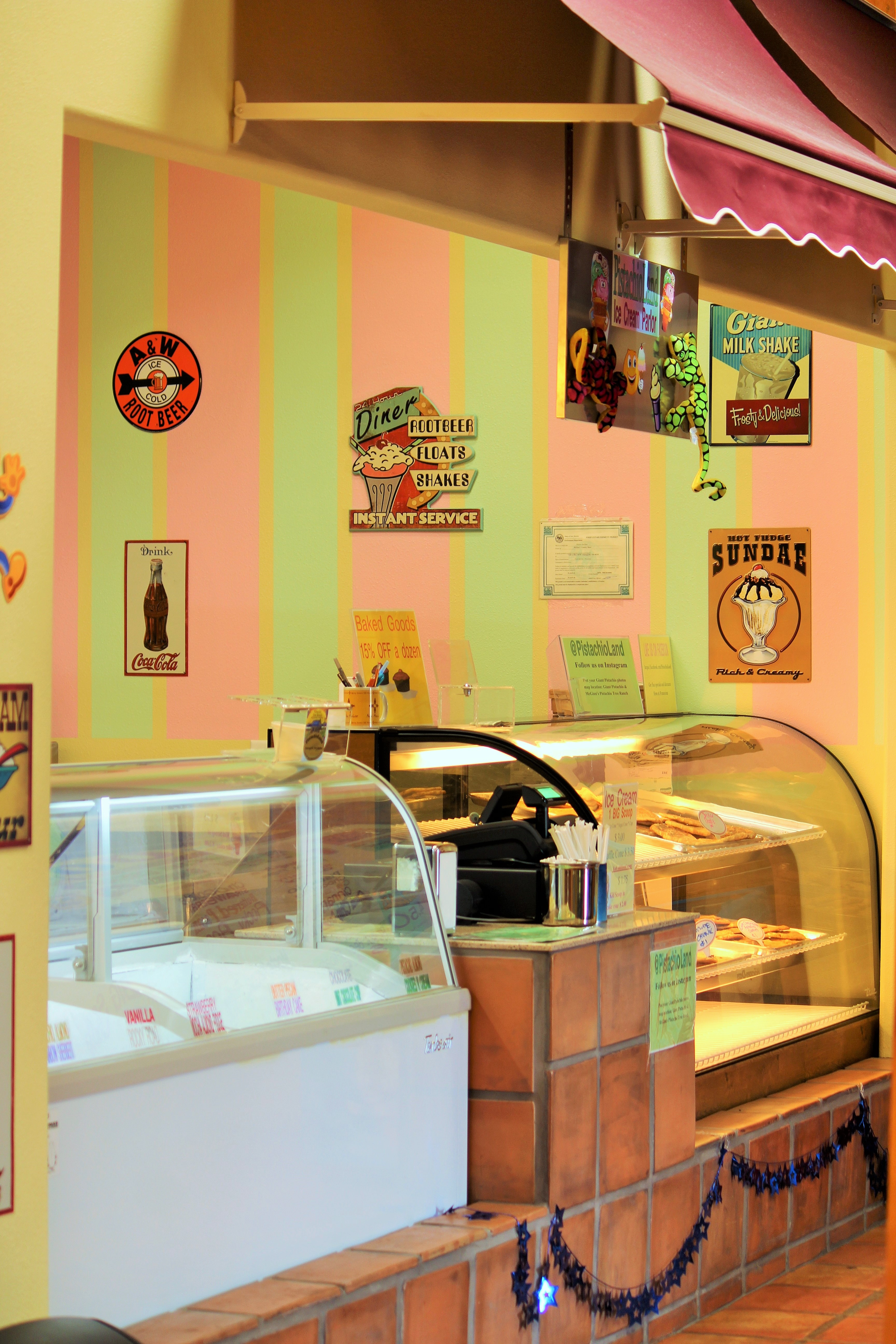 ice-cream-parlor.jpg